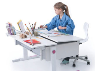 Tisch-Kombination, Kind macht Hausaufgaben, Schreibutensilien