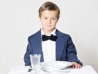 Kleidung, Verhalten bei Tisch, Essen