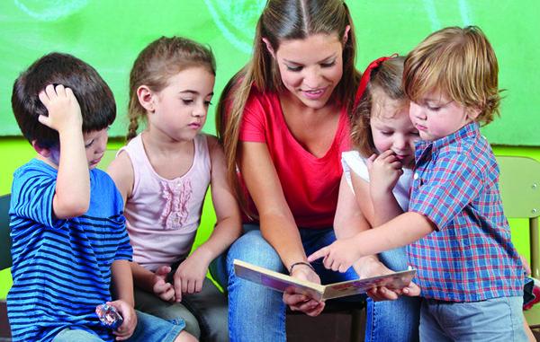 Lesen, aufmerksam, Konzentration, höhenverstellbarer Drehstuhl