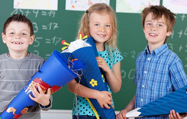 Kinder, Einschulung, moll, Kinderschreibtisch, gesundes Lernen, Schultüte