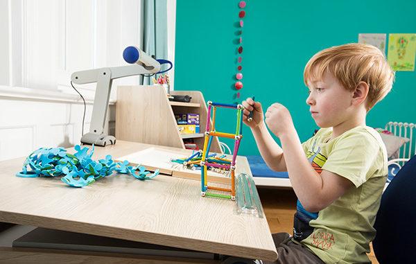 Winner_moll_gesundes Lernen_Kinderschreibtisch_Mobilight_schrägstellbare Tischplatte